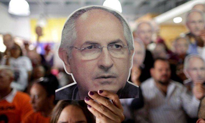 Opositor venezuelano Antonio Ledezma de novo em prisão domiciliária
