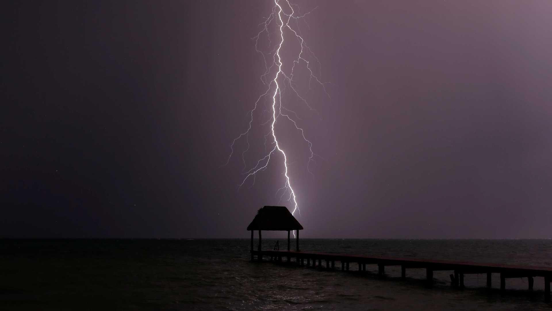 Tempestade tropical Lídia deve tocar a terra hoje no noroeste do México