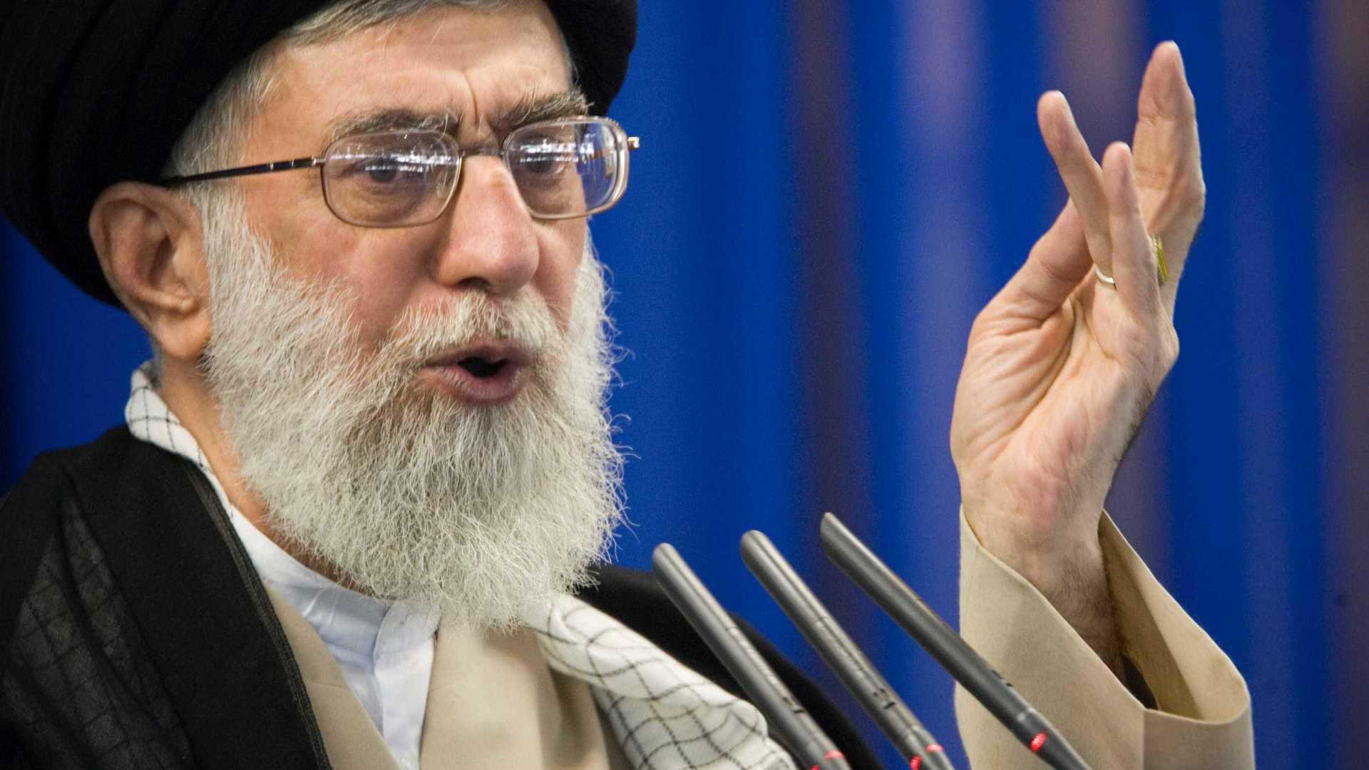 Khamenei diz que Irão destruirá acordo nuclear se EUA rasgarem tratado