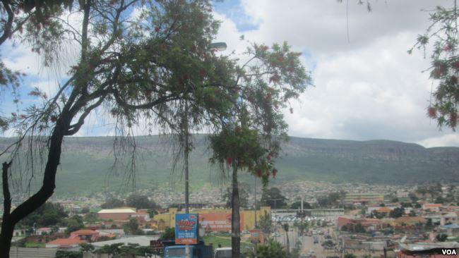Moradores em zonas de risco na Huíla preocupadas com época das chuvas