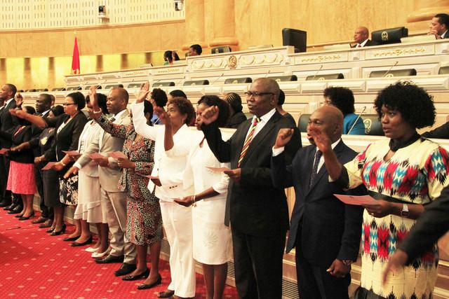 Parlamento movimenta deputados