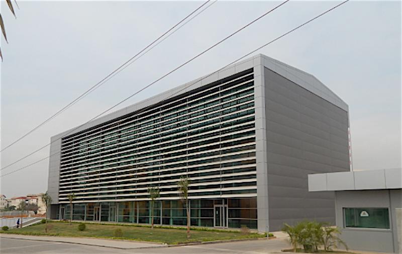 Tribunal Provincial de Luanda, no Bairro Nova Vida(